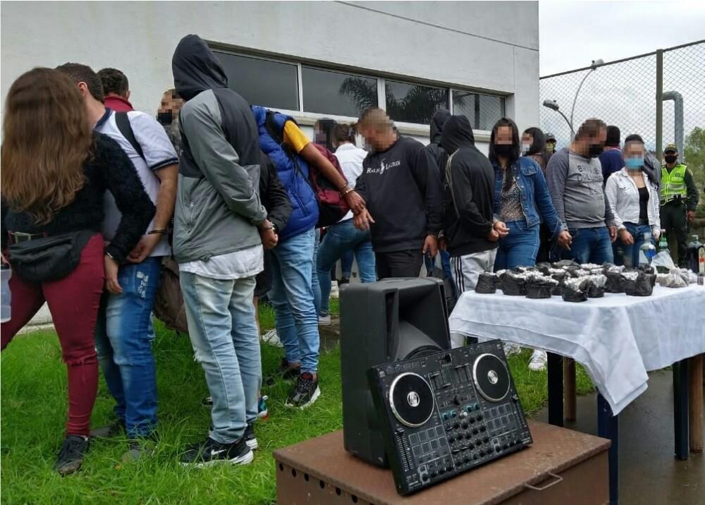 369977_Captura por fiesta clandestina en Caldas // Foto: Policía