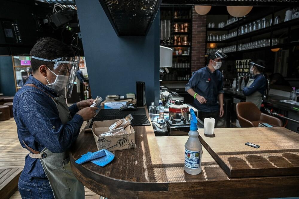 Bar restaurante Bogotá AFP referencia reactivación económica.jpeg