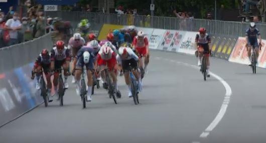 Segunda etapa del Giro de Italia con choque entre dos colombianos.JPG