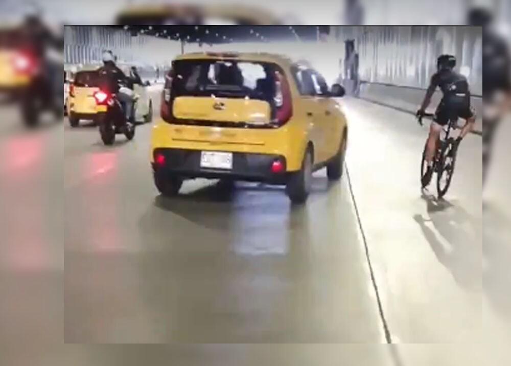taxista que le tiró el carro a ciclista en Medellín.jpg