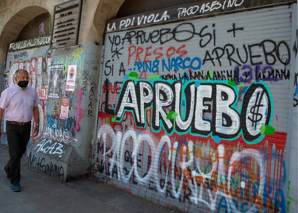 Graffiti en  Santiago de Chile Foto AFP.jpg