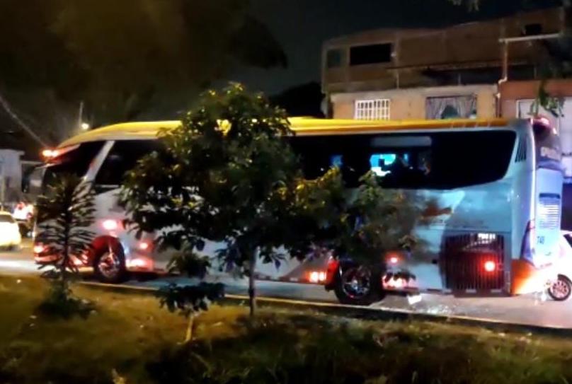 Bus retenido por encapuchados en Cali