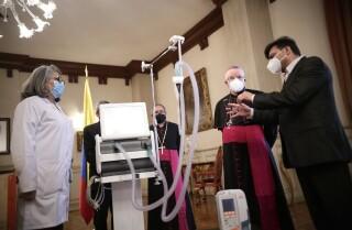 Papa donó ventiladores a Colombia coronavirus COVID-19.jpg