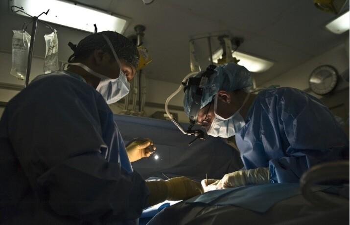 Cancelan trasplante de riñón de un hombre porque su donante no está vacunado contra el COVID