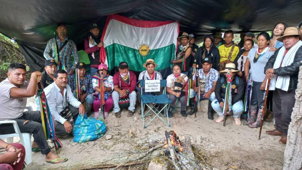 Indígenas bloquean vía Hobo-Gigante