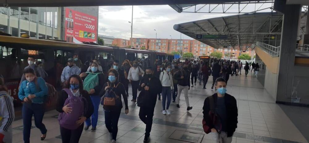 así se vio TransMilenio en el regreso a casa de los bogotanos este lunes.jpeg