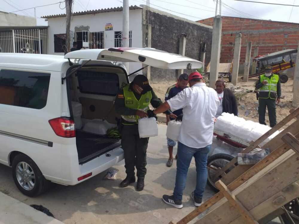 359530_Ayudas en el barrio Santa María. Foto: Cortesía