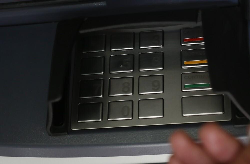 Así cayeron delincuentes que manipulaban cajeros para robar datos y dinero en Cali