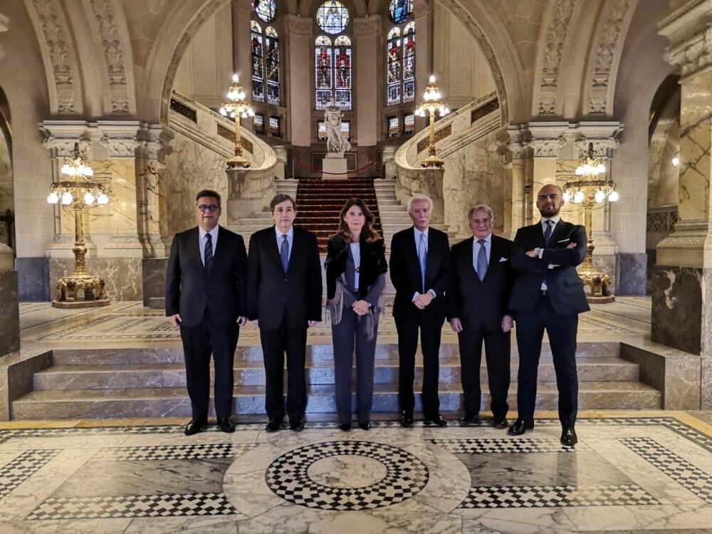 equipo legal de Colombia ente La Haya.jpeg