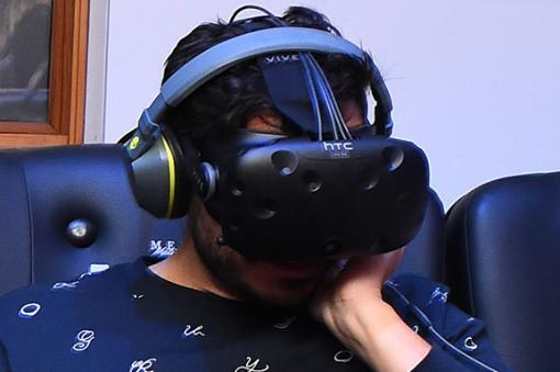 25780_BLU Radio, realidad virtual / foto: AFP