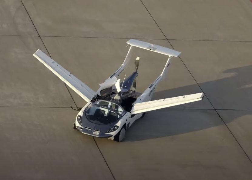 carro con alas voló entre ciudades