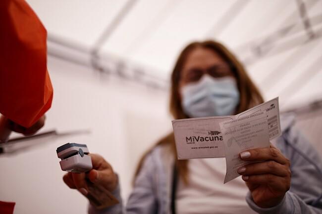 vacuna covid colombia_col.jpg