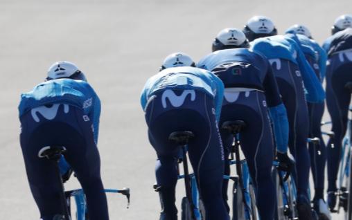 Ciclistas del Movistar entrenando