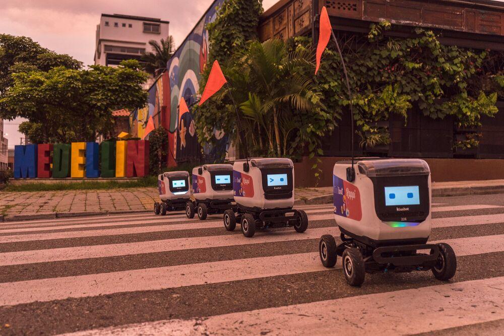 Fotografía de Kiwi, el robot colombiano que entrega domicilios en Estado Unidos