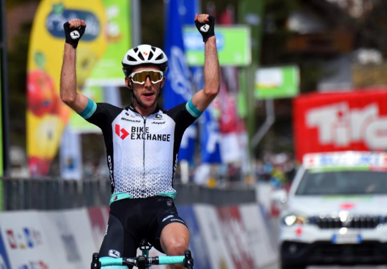 Simon Yates ganó la etapa 2 del Tour de los Alpes y es líder de la general.