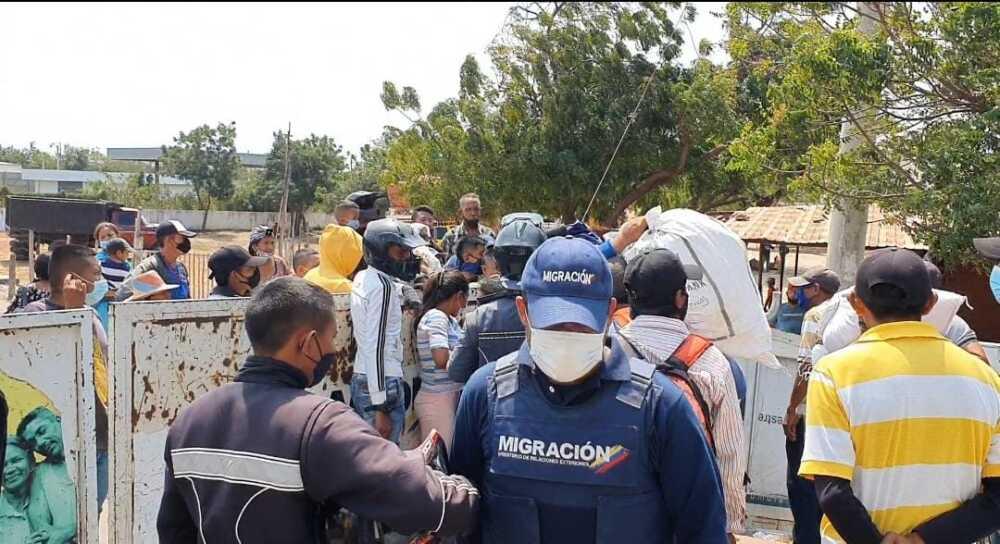 migrantes por paraguachón.jpeg