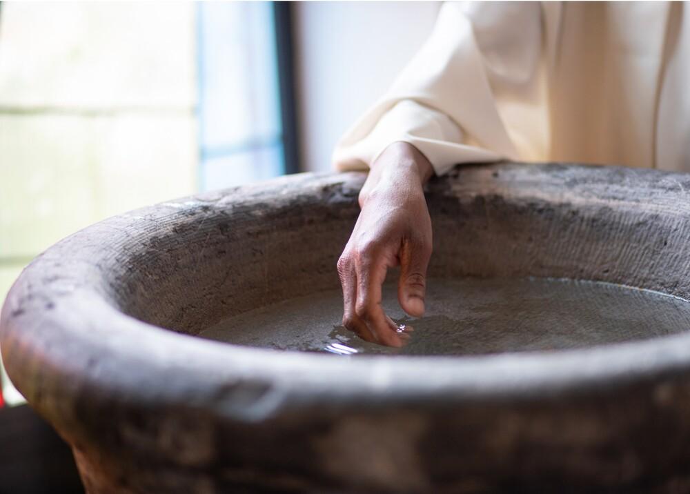 19930_Pastor confudió gasolina con agua bendita y provocó la muerte de un fiel - Foto Getty Images ilustrativa