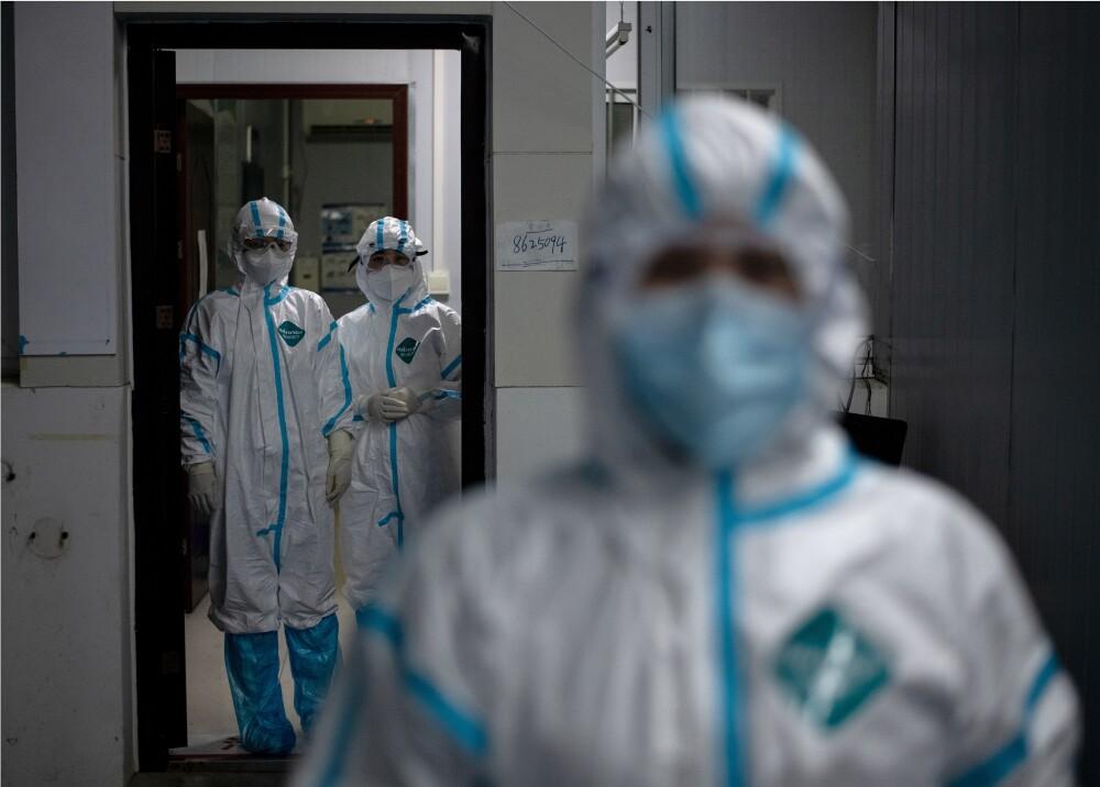 359104_Coronavirus_trajes de protección // Foto: AFP