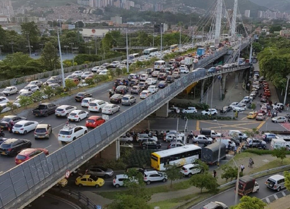 349329_BLU Radio. Colapsó movilidad en el sur de Medellín por cierres durante protestas / Foto: Cortesía