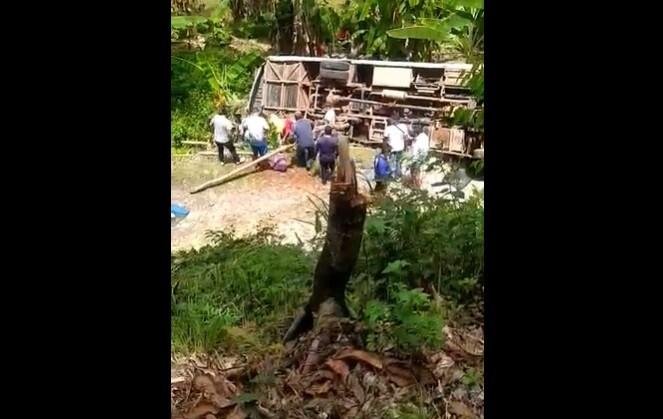 tragedia en taraza antioquia un muerto y 8 heridos deja accidente de bus que llevaba equipo de fútbol.jpg
