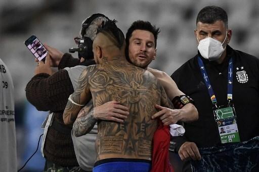 Arturo Vidal y Lionel Messi