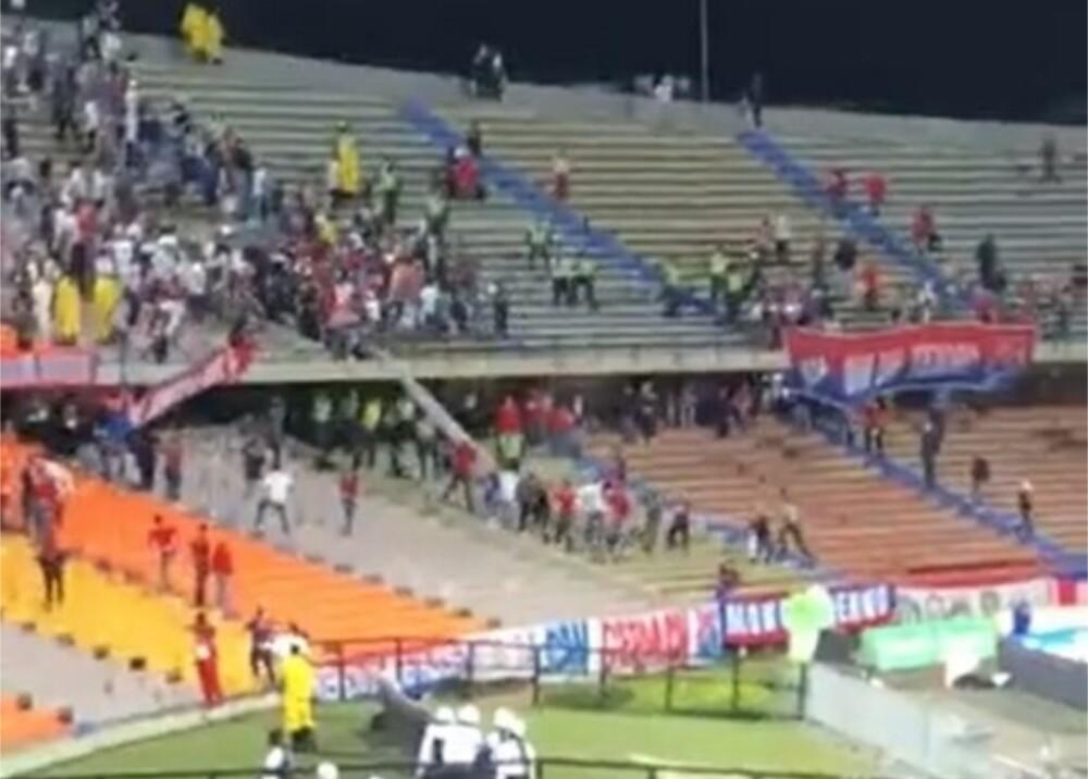 Desmanes en el estadio Atanasio Girardot Foto Cortesía (1).jpg