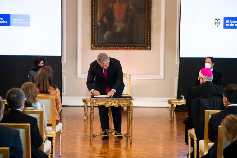 Presidente Iván Duque firmó decreto que crea el Estatuto de Protección Temporal para Migrantes Venezolanos. Foto Presidencia.jpeg