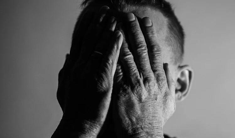 sacerdote lanzó ácido en rostro de arzobispos
