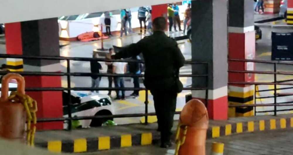 Dos personas muertas deja balacera en un centro comercial del oeste de Cali