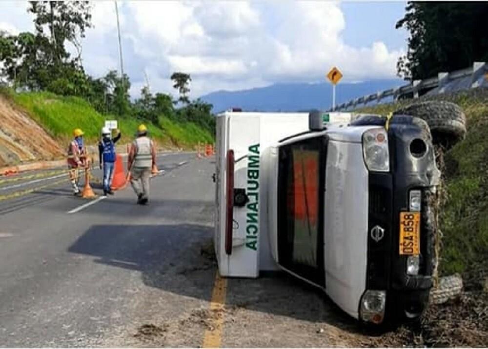 FOTO ACCIDENTE AMBULANCIA SABANA.jpg