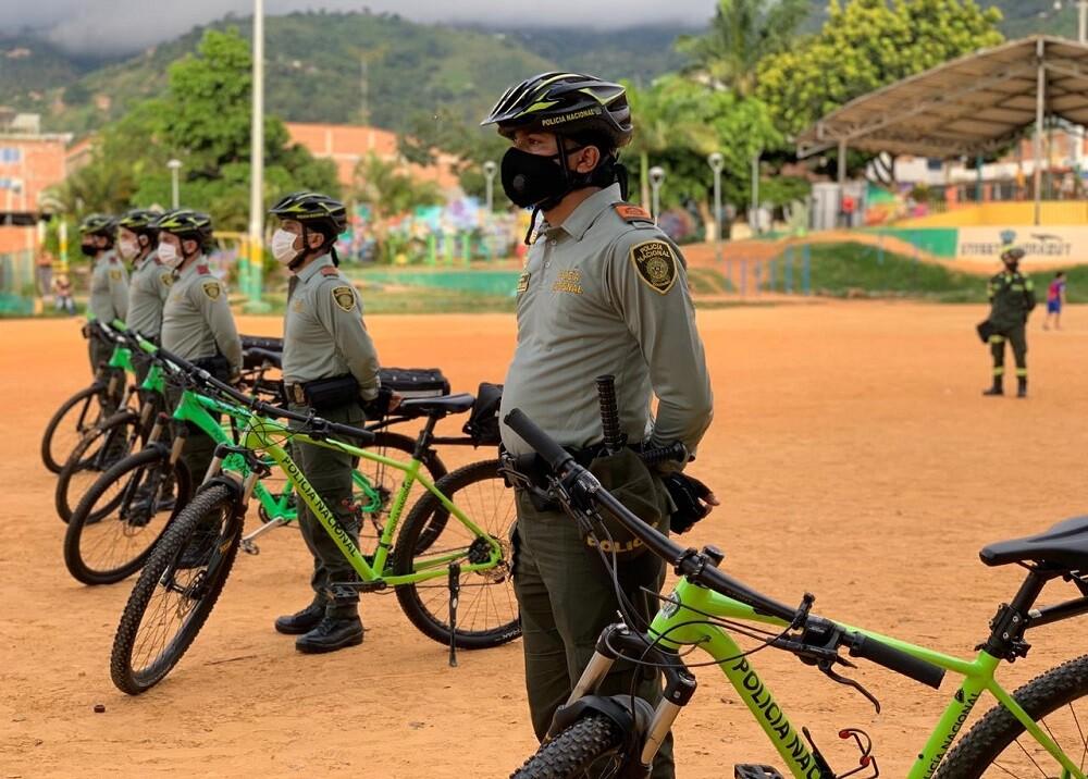 FOTO POLICIAS VIGILANTES.jpg