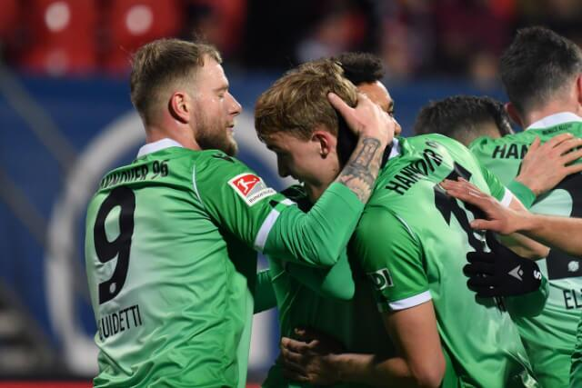 333501_Bundesliga extendería para hasta el 30 de abril.