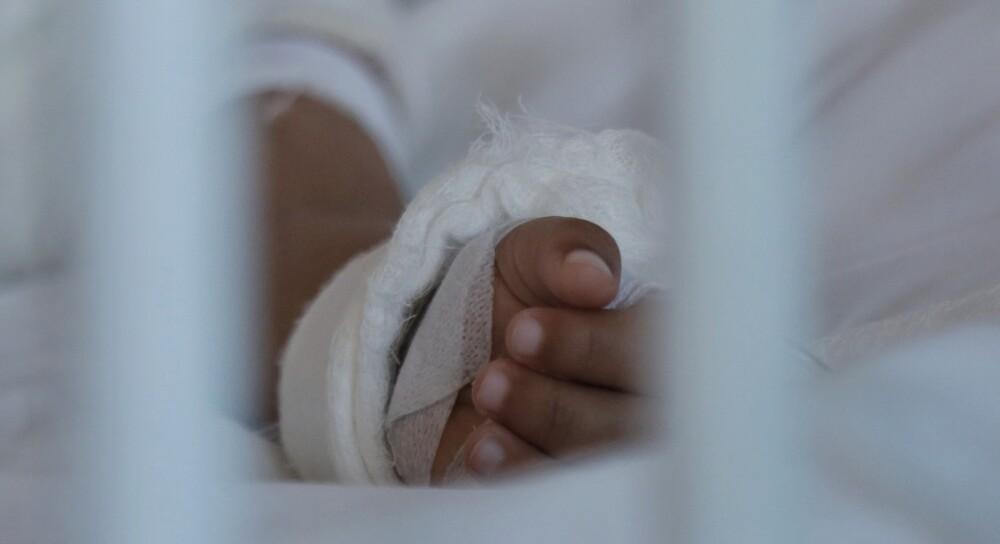 Mujer quemó las manos de su hija en México.jpeg