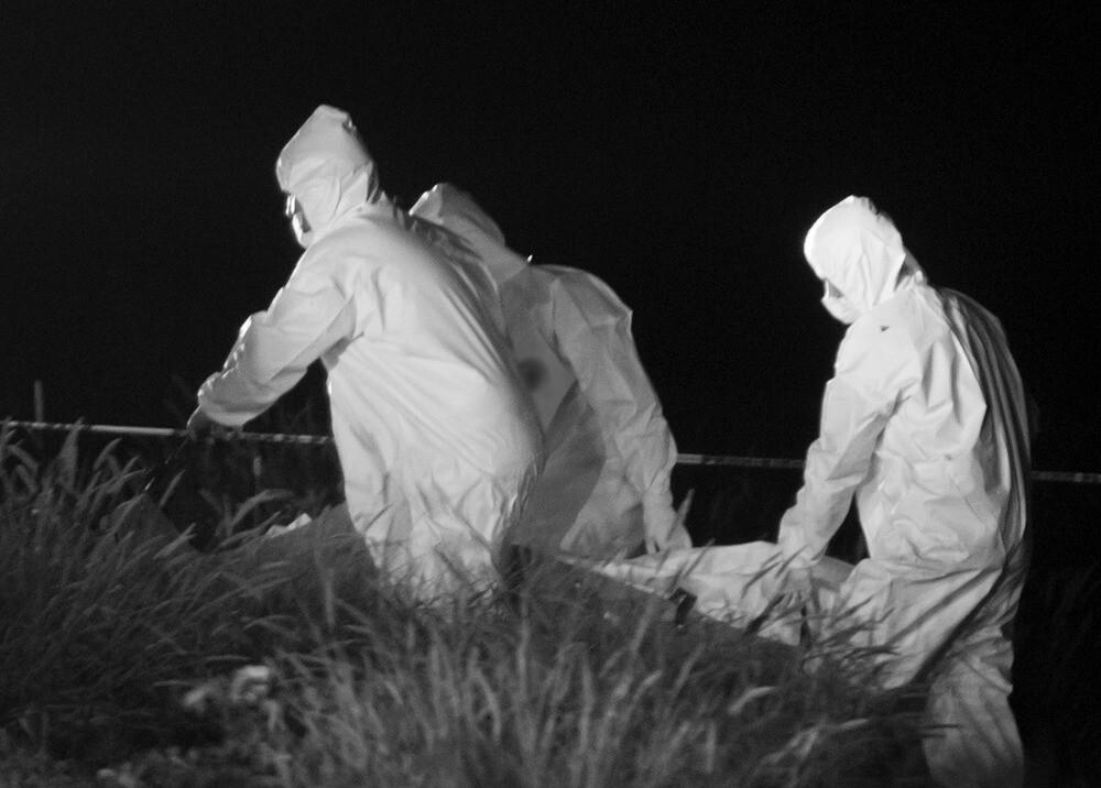 Levantamiento de cadáver / AFP, imagen de referencia