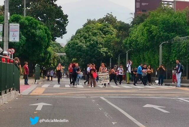 cierre-avenida-las-vegas-en-medellin.jpg