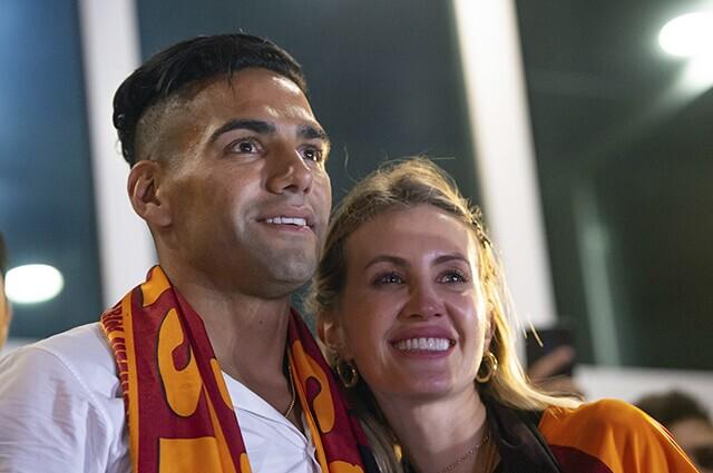 332839_Falcao García y Lorelei Tarón