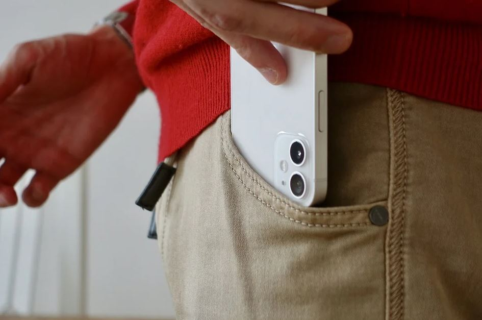 denuncia que se le quemó el celular en el bolsillo.JPG