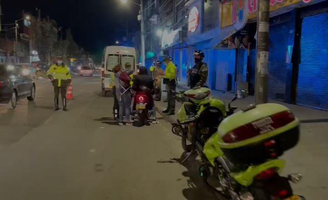Policía patrulla las calles de Bogotá.JPG