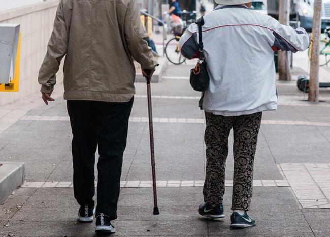 367437_pareja-ancianos-abuelos-afp-referencia-.jpg