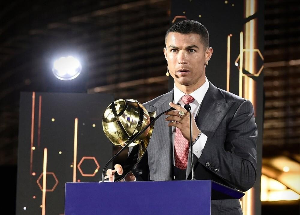 Cristiano Ronaldo Foto twitter Globe Soccer Award.jpg