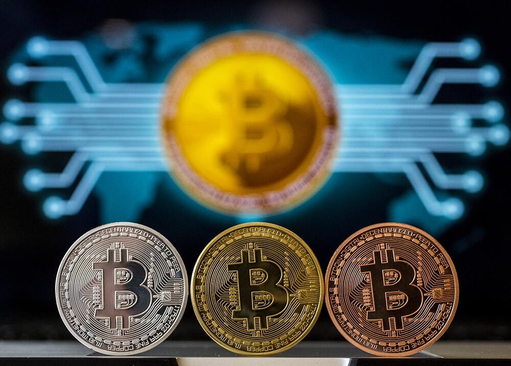 318146_Blu Radio // Bitcoin // Foto: AFP
