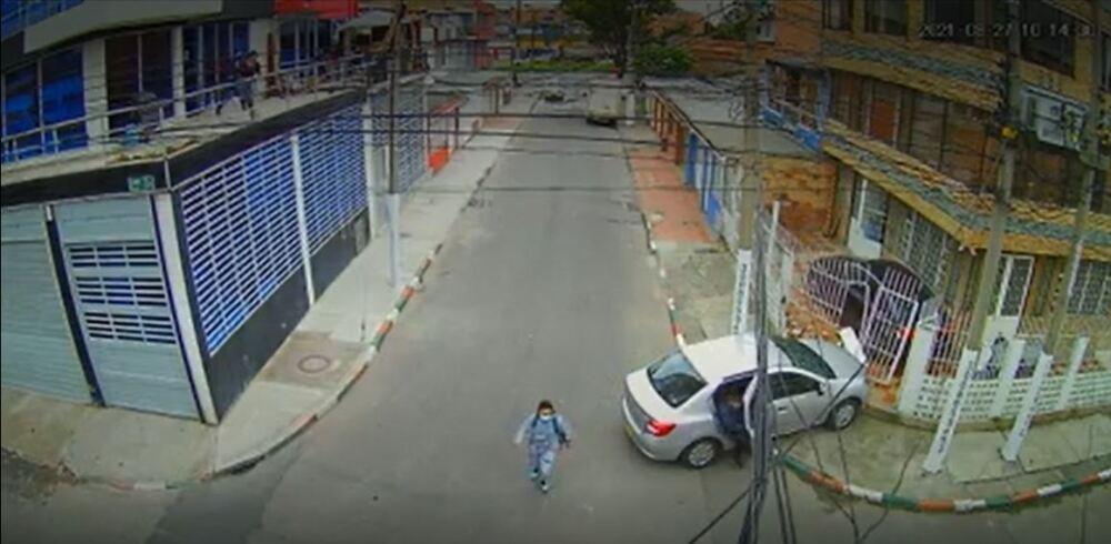 Asesinan a hombre en Bogotá; el carro que conducía se estrelló contra una casa