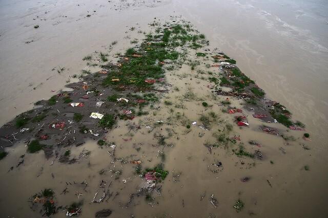 muertos de COVID en el río Ganges, India