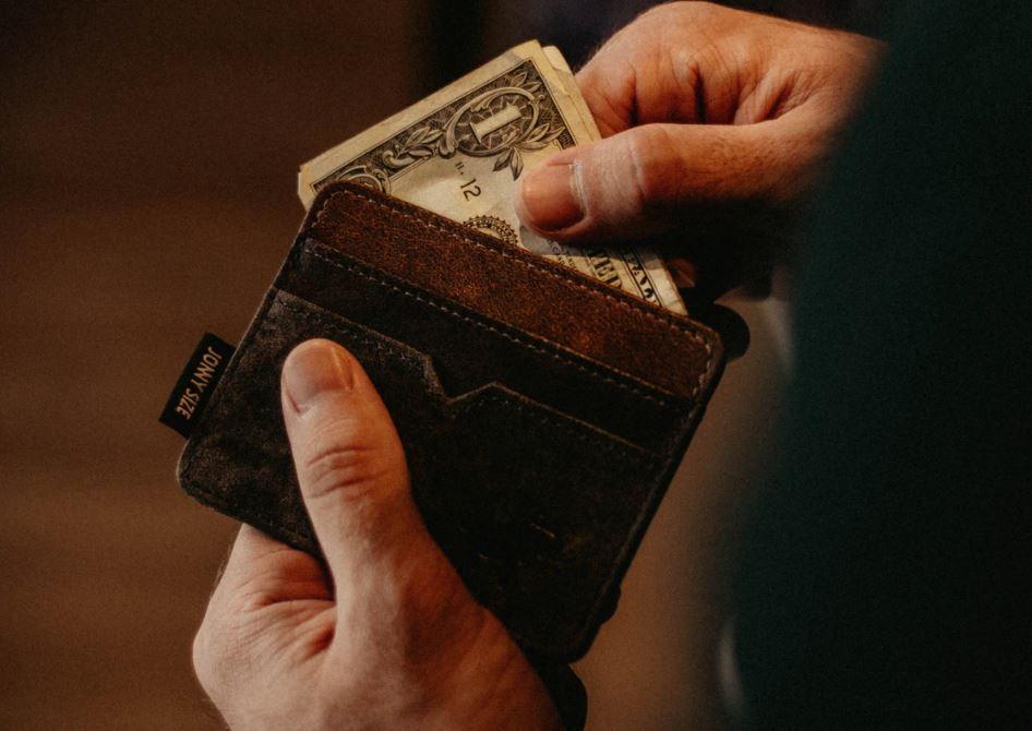 billetera perdida es devuelta a su dueño después de 50 años