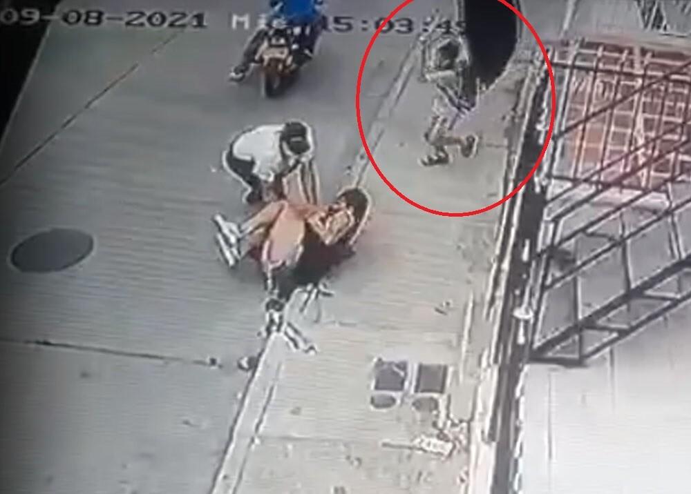 niño que salvó a su mamá de atraco en cartagena.jpg