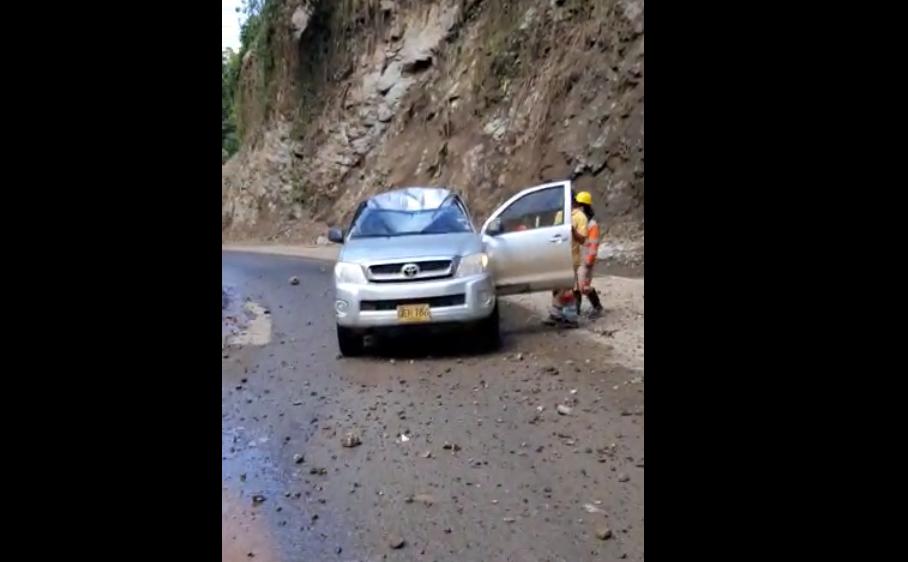 Conductor falleció tras caída de roca en Dabeiba en Antioquia.png