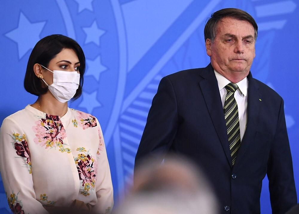 372747_Jair y Michell Bolsonaro // Foto: AFP