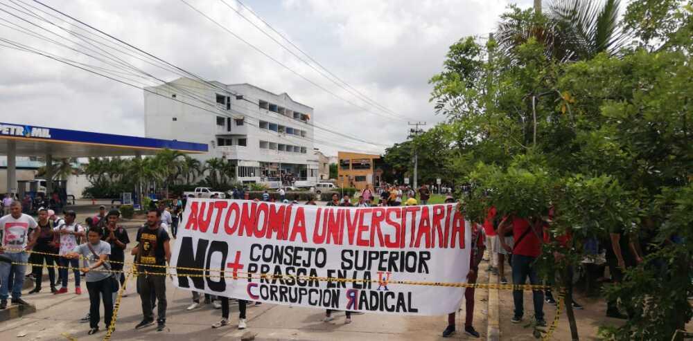 344725_BLU Radio// Plantón en Uniatlántico. Foto: BLU Radio