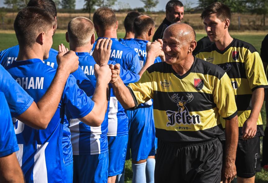 Dragisa Kosnic, futbolista profesional a sus 67 años.