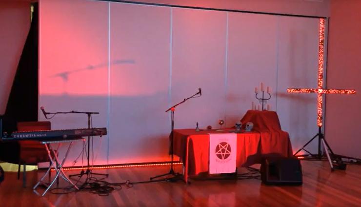 video de ritual satánico se cuela en noticiero de Australia